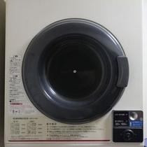 乾燥機です。ご利用1回100円です。