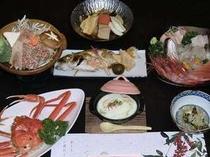 蟹コースは季節のお料理が勢ぞろい。まだまだお品数がでますので、お腹をすかせてお越し下さいませ