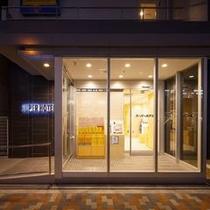 玄関(夜) スーパーホテル東京・大塚