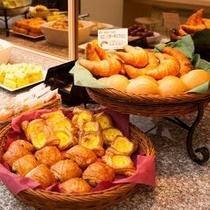 焼き立てパン朝食 スーパーホテル東京・大塚