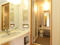 洗面、バス、トイレ付きのお部屋ございます。