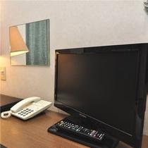 薄型テレビでデスクはスッキリ