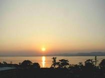 5階客室からの夕日の一例