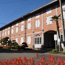 斜めから見た東繭倉庫  ◎当館から車で約1時間15分の「世界遺産 富岡製糸場」
