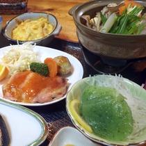 *【夕食一例】おばあちゃんが真心込めてご用意する、手作りのあったか田舎料理。