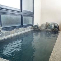 *【半露天風呂】心地よい風を感じながら、天然温泉をお楽しみいただけます。