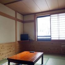 *【客室一例(10畳)】畳敷きの和室で、足を延ばしてのんびりとお過ごしください。