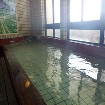 *【男湯】泉質は、アルカリ性単純硫黄温泉。肌に優しい天然温泉です。