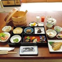 *【朝食一例】おばんざいたっぷり♪女将特製のボリューム和朝食をどうぞ!