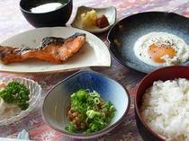 淡路島の食材を活かした和定食の朝食