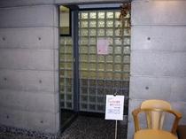 1階食堂・入り口