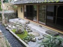 茶室から望める庭