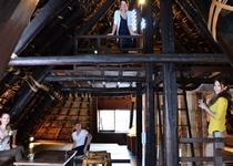 茅葺きの2階で過ごす