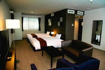 ダブル(W140cm)×2台、50㎡と当ホテル最大の広さを誇ります。