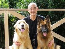 看板犬とオーナー