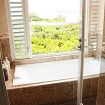 *【部屋/マルセイユ】絶景を眺めながらのお風呂に入れます。