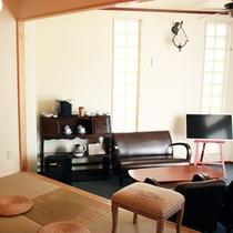 *【部屋/マルセイユ】吹き抜け天井のベッドルーム2部屋に仕切りができる琉球畳間を併設しています。