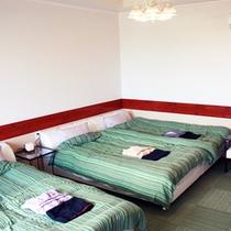 *【部屋/ナポリ】室内は爽やかな白と緑を基調としています。