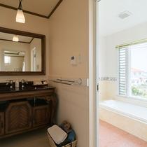 *【部屋/バレンシア】完全独立の洗面台とバスルーム。