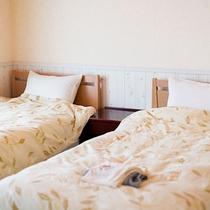 *【部屋/クレタ】白を貴重とした清潔感溢れるベッドルーム。