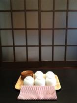 いらっしゃいませ♪/ご到着後はお茶と京菓子でお寛ぎください