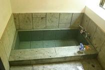 貸切露天風呂は桧風呂