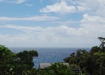 母屋から望む太平洋