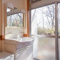 *ツイン/和室同様、洗面所もお部屋内にございます