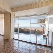 *女性大浴場/高台の立地を活かした大浴場は朝日と夜景がとても美しく映えます。ぜひ2回お愉しみ下さい。