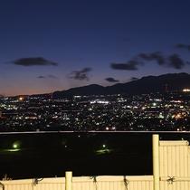 *ばんどうの湯/空がグラデーションで夕闇に包まれると…また昼とは違った美しい景色が見られます