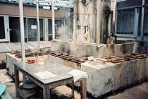 本館の地獄釜のある炊事場
