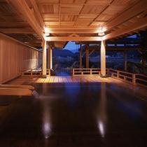 華鳳大浴場 能舞台の檜風呂