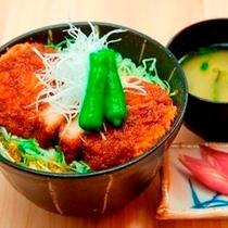【ソースかつ丼】花々亭では、お食事もしっかりご用意。リーズナブルな価格でボリュームも大満足♪