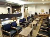 【ロビー】温かみのあるロビーでは、ドトールコーヒーのセルフカフェも無料でご用意。