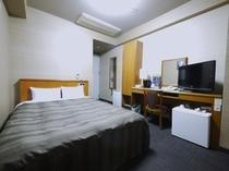 【セミダブル】140センチ幅のセミダブルベッドでリーズナブルにご宿泊いただけます。
