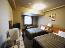 【ツイン】110センチ幅ベッド2台。ゆったり空間で快適にお過ごしいただけます。