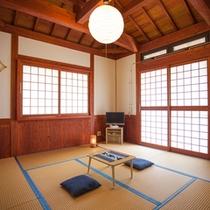 *和室8畳/統一感あるインテリアの和室8畳には最大4名様までお泊りできます。
