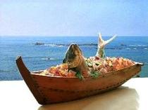 なんと!朝から舟盛り。海を眺めながらごゆっくりお召し上がりください。