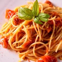 *お夕食一例(ドライトマトとトマトソースのパスタ)