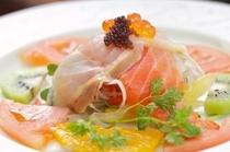 【夕食】チョウザメカルパッチョ