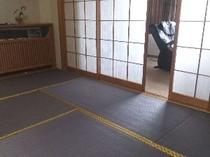 全客室の障子と畳を新調しました。障子は「竹」の図柄入り、畳はお部屋により色調が異なります。