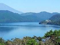 当館のある仙石原高原から元箱根地区は避暑地として有名で夏でも30℃を超えることは稀です。写真は芦ノ湖