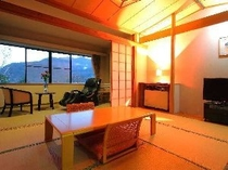 全6室とも箱根の山と森を望む寛ぎの和室。*無料マッサージチェアも全室に完備