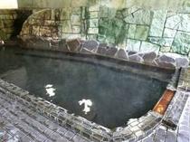 【男内風呂】夜当館の温泉はふたつの源泉を使用している自慢の湯です。