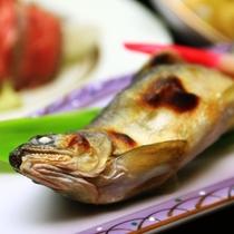 夕食(春夏)_鮎塩焼き