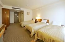 客室 トリプルルーム(一例) ツインルームに補助ベッドの追加となります