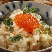 【秋御膳】料理一例鮭といくらの親子丼