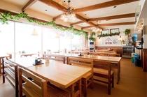 ゲレンデを眺めながらの明るい食堂
