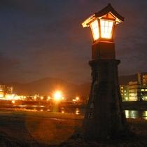 ◆【源泉塔】河川敷にある源泉塔