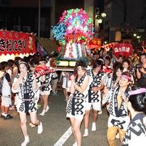 ◆【芸妓みこしパレード】みこしやサンバのにぎやかなパレード